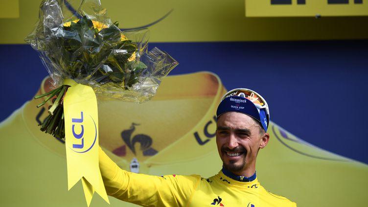 Julian Alaphilippe (Deceuninck-Quick Step) a endossé le maillot jaune, lundi 8 juillet, après avoir remporté la 3e étape du Tour de France 2019. (ANNE-CHRISTINE POUJOULAT / AFP)