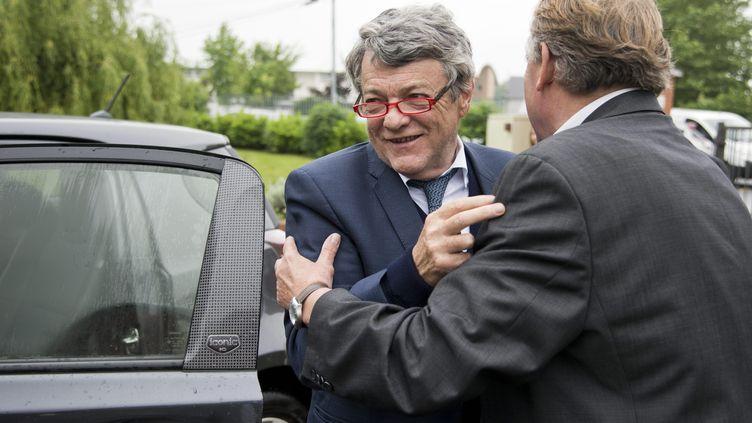 Jean-Louis Borloo est accueilli à Valenciennes (Nord), le 1er juin 2016, pour l'inauguration d'un dojo. (MAXPPP)