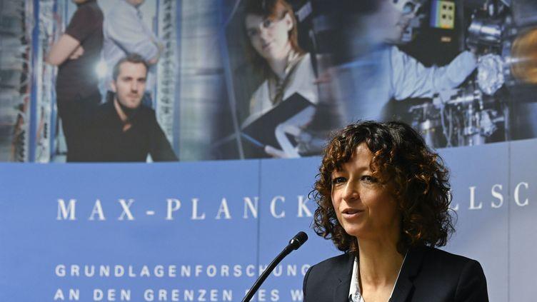 La Française Emmanuelle Charpentier lors d'une conférence de presse après son prix Nobel de chimie, mercredi 7 octobre 2020 à Berlin (Allemagne). (TOBIAS SCHWARZ / AFP)