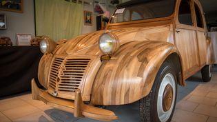 """Un autre rêve avoué serait que son véhicule soit un jour à l'affiche d'un film publicitaire ou pourquoi pas d'un long-métrage. Mais pas un remake du """"Corniaud"""" de Gérard Oury où sa voiture fétiche est bien trop malmenée. (GUILLAUME SOUVANT / AFP)"""