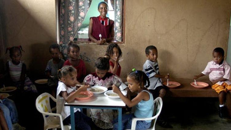 Cantine scolaire au Cap Vert. (WFP/PHOTO Lori Waselchuk)