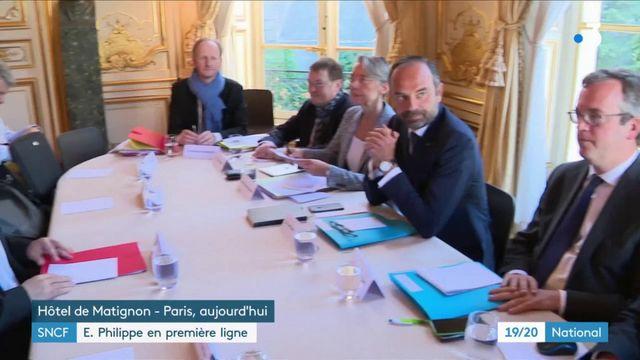 SNCF : E. Philippe en première ligne
