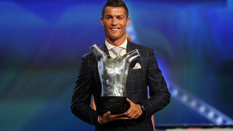 Cristiano Ronaldo sacré meilleur joueur UEFA (VALERY HACHE / AFP)