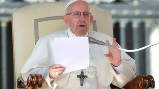 Le pape Françoislors de sa traditionnelle audience sur la place Saint-Pierre, au Vatican, le 10 octobre 2018. (ALBERTO PIZZOLI / AFP)