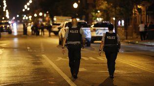 Des policiers à Chicago (Etats-Unis), le 21 juillet 2020. (KAMIL KRZACZYNSKI / AFP)