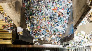 Des déchets plastiques ans un centre de tri à Calce, dans les Pyrénées-Orientales, le 13 septembre 2013. (JEAN-CHRISTOPHE MILHET / HANS LUCAS / AFP)