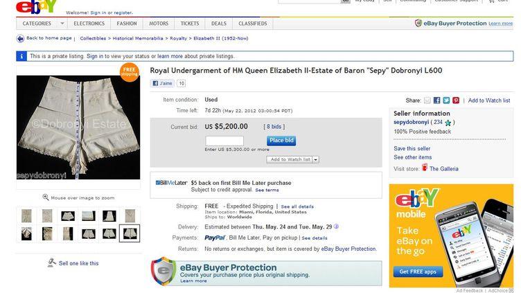 Capture d'écran du site eBay, qui propose à la vente un sous-vêtement ayant appartenu à Elizabeth II. (FTVI )