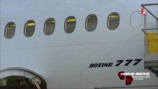 """Vol MH370 : l'hypothèse d'un détournement reste la plus vraisemblable. (""""Complément d'enquête"""") (FRANCE 2 / FRANCETV INFO)"""