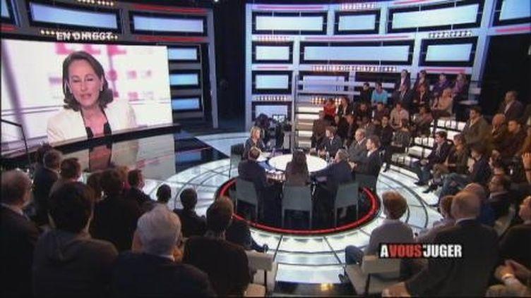 """Le plateau de l'émission """"A vous de Juger"""", diffusée en direct, le 16 novembre 2010. (France 2)"""