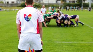 Un match de rugby lors de l'Union Cup à Dublin, le 8 juin 2019, le plus grand tournoi LGBT d'Europe. Le 17 mai 2021, la FFR a annoncé que les transgenres seraient autorisés dans les compétitions nationales à partir de la saison 2021-2022. (PAUL FAITH / AFP)