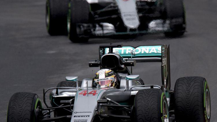 Lewis Hamilton conquérant avec sa Mercedes (JOE KLAMAR / AFP)
