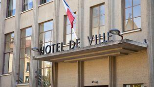 Le maire de Boulogne-Billancourt estime que trois embauches seront nécessaires pour prendre en charge le transfert du Pacs des tribunaux vers les municipalités. (GARDEL BERTRAND / HEMIS.FR / AFP)