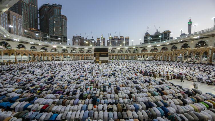 Plus de deux millions de musulmans ont entamé vendredi 9 août le pèlerinage annuel à La Mecque en Arabie saoudite. (ABDEL GHANI BASHIR / AFP)