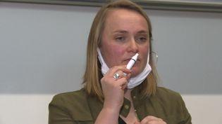 Cette enseignante bordelaise a mis au point un kit d'odeurs pour aider les malades du Covid à retrouver l'odorat. (France 3 Aquitaine / L.Cagnato)