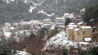 Le village de Muracciole, en Haute-Corse, sous la neige, le 2 décembre 2017. (PASCAL POCHARD-CASABIANCA / AFP)