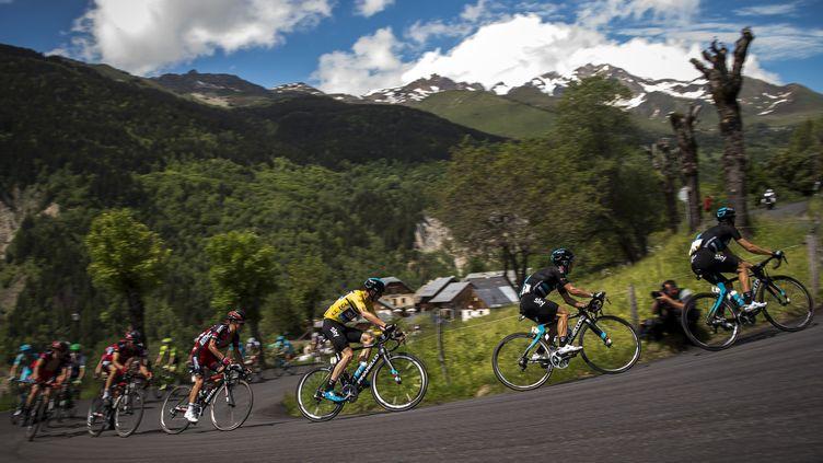 Christopher Froome sur les routes du Dauphiné.  (LIONEL BONAVENTURE / AFP)