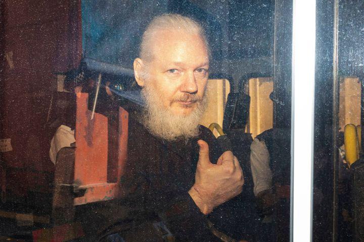 Julian Assange après son arrestation à Londres (Royaume-Uni), le 11 avril 2019. (ROB PINNEY / LNP / REX / SHUTTERSTOCK / SIPA)