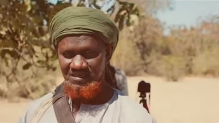 Le chef jihadiste Amadou Koufa apparaît dans une vidéo que s'est procurée France 24. (FRANCE 24)