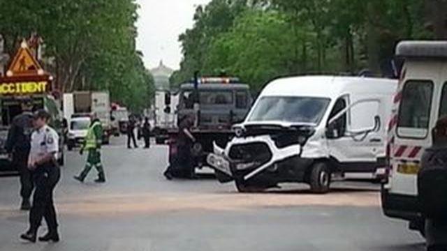 Paris : de retour de discothèque, deux policiers ivres percutent un automobiliste