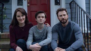 """Une famille unie : Michelle Dockery, Jaeden Martell et Chris Evans dans """"Defending Jacob"""". (Apple TV +)"""