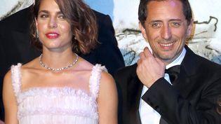 Charlotte Casiraghi et Gad Elmaleh à Monaco, le 23 mars 2013, quand ils ont officialisé leur relation. (VALERY HACHE / AFP)