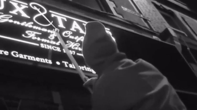 """Capture écran du reportage de la BBC """"Meet the 'Grammar Vigilante' of Bristol"""", mardi 4 avril 2017. (BBC)"""