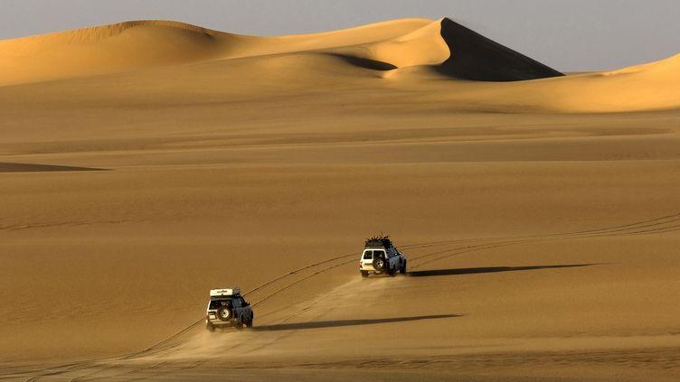 Le nord du Sahara était, il y a 10 000 ans, une vaste savane parsemée de lacs et de rivière. Photo prise dans le désert libyen, dans la région d'Al-Kufrah. (PHILIPPE ROY / PHILIPPE ROY)