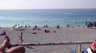 Le soleil continue de chauffer l'Hexagone, et d'attirer les touristes, malgré l'arrivée de l'automne. Reportage à Nice, dans les Alpes-Maritimes. (France 2)