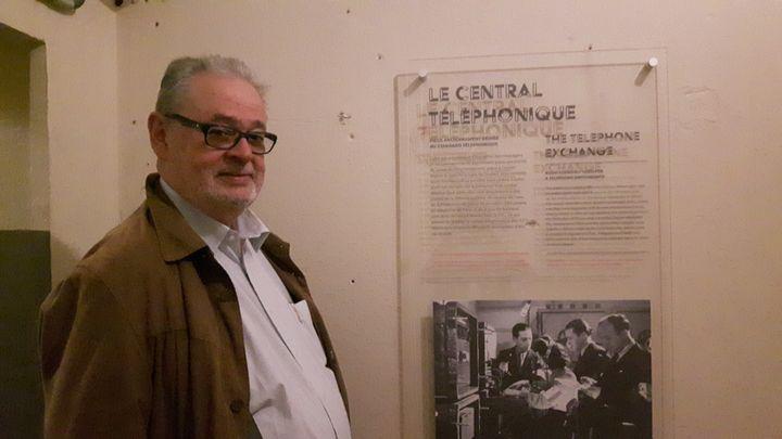 Jean Rol-Tanguy, le fils du colonel Rol-Tanguy, dans l'ancien central téléphonique du PC des FFI, en août 2019. (ANNE CHÉPEAU / FRANCE-INFO)