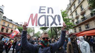 Première manifestation contre Emmanuel Macron, à Paris, le 8 mai 2017 au lendemain de sa victoire à l'élection présidentielle. (JOEL GOODMAN/LNP / MAXPPP)