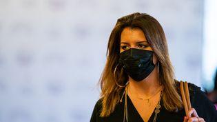 Marlène Schiappa arrive au Sénat, à Paris, le 3 mars 2021. (XOSE BOUZAS / HANS LUCAS / AFP)