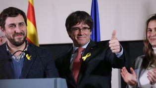 Carles Puigdemont, ancien président de la région Catalogne,tient un discours à Bruxelles (Belgique), le 22 décembre 2017, après la victoire des listes indépendantistes aux élections régionales espagnoles. (DURSUN AYDEMIR / ANADOLU AGENCY)