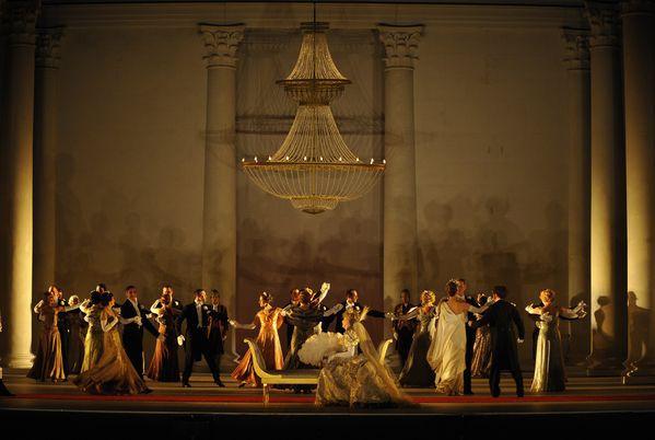 La scène du bal  (Marie-Noëlle Robert - Théâtre du Châtelet)