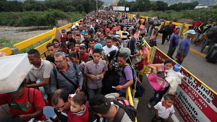 Lepont Simon Bolivar à l'extrême ouest du Venezuela, désormais le plus usité pour fuir vers la ville colombienne de Cucuta. (GEORGE CASTELLANOS / AFP)