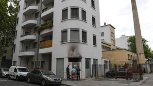Des traces de suie sont visibles sur le bâtiment de la mosquée Essalem, à Lyon, le 13 août 2020. (MAXPPP)