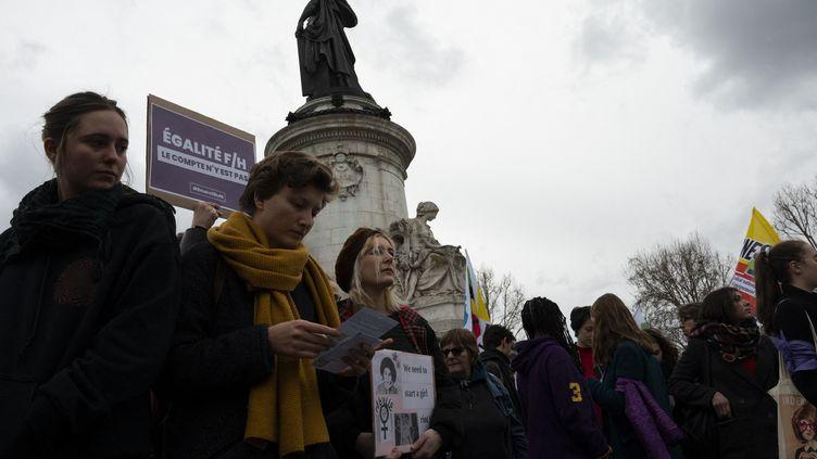 Des manifestantes réunies place de la République, à Paris, pour laJournée internationale desdroits des femmes, le 8 mars 2019. (GREG LOOPING / AFP)