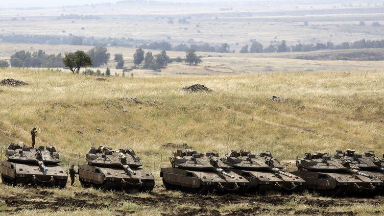 Des blindés de l'armée israélienne sont déployés sur le plateau du Golan, jeudi 10 mai. (MENAHEM KAHANA / AFP)