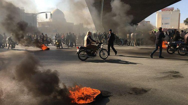 Des Iraniens manifestant contre la hausse du prix de l'essence, le 16 novembre 2019 àIsfahan (Iran). (AFP)