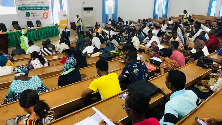 Présentation du fonctionnement de l'Université virtuelle à de futurs étudiants. (Université virtuelle de Côte d'Ivoire)