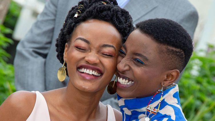 Dans «Rafiki», Kena (Samantha Mugatsia) et Ziki (Sheila Munyiva), interprètent deux étudiantes qui vivent chez leurs parents, se rencontrent, se découvrent et finissent par s'aimer dans un pays où «les filles bien deviennent de bonnes épouses», précise la réalisatrice. Avec ce film,inspiré de la nouvelle «Jambula Tree» de l'Ougandaise Monica Arac de Nyeko, Wanuri Kahui a voulu montrer une histoired'amour «vibrante, moderne et cosmopolite». Et une Afrique moderne, «trop souvent réduite à une région marquée par la guerre, la maladie et la souffrance». Mais la censure a fait du long métrage une «œuvre en exil», selon sa réalisatrice. Alors même qu'elle voulait offrir une image de l'Afrique aussi «joyeuse» que «pleine d'espoir». (Roland Macri / BELGA MAG / BELGA)