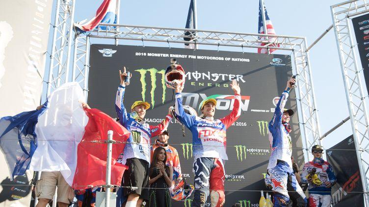 Benoît Paturel, Gautier Paulin et Romain Febvre ont triomphé sous le maillot tricolore au Motocross des Nations à Maggiora (Italie) (FABIO AVERNA / NURPHOTO)