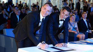 Vincent Autin et Bruno Boilleau, premier couple d'hommes mariés en France, après l'adoption du mariage pour tous, à Montpellier, le 29 mai 2013. (GERARD JULIEN / AFP)