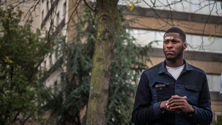 Theo Luhaka durant une manifestation, le 28 octobre 2017, à Bobigny (Seine-Saint-Denis). (CHRISTOPHE PETIT TESSON / EPA)