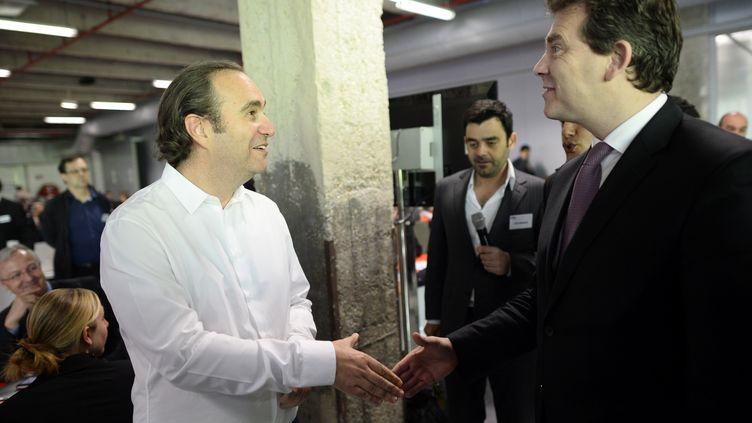 Xavier Niel (à g.) et le ministre du Redressement productif, Arnaud Montebourg, le 25 juin 2013 à Paris. (LIONEL BONAVENTURE / AFP)
