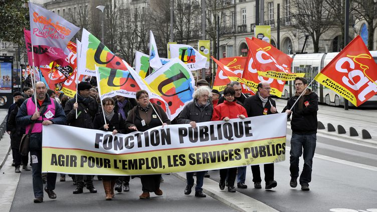 Des fonctionnaires manifestent à Nantes (Loire-Atlantique), le 6 septembre 2013. (ALAIN LE BOT / PHOTONONSTOP / AFP)