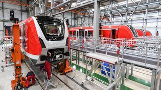 Des employés de Bombardier travaillent sur une rame de S-Bahn à l'usine de Bombardier Transportation à Bautzen, en Allemagne, le 13 mai 2019. (MAXPPP)