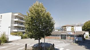 L'entrée de la gendarmerie de Meylan (Isère). (GOOGLE STREET VIEW / FRANCEINFO)