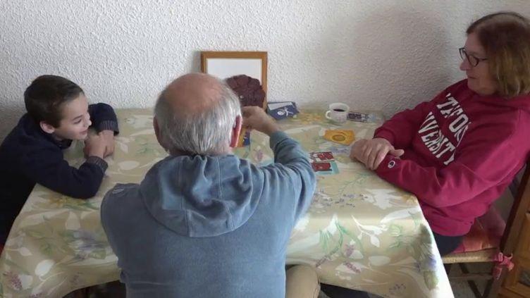 Pour les vacances de février, certains grands-parents ont quand même choisi de garder leurs petits-enfants, en prenant des précautions, malgré le Covid-19.  (CAPTURE ECRAN FRANCE 2)