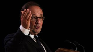 L'ancien président de la République François Hollande, lors d'une conférence à Montréal (Canada), le 21 septembre 2018. (MARTIN OUELLET-DIOTTE / AFP)
