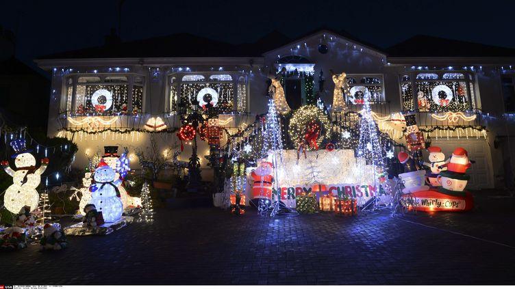 Une maison illuminée pour Noël à Dalkey (Irlande), le 8 décembre 2015. (SIPANY / SIPA / SIPA USA)